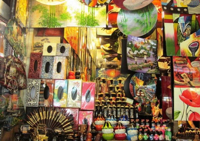 The handicrafts in ben thanh market