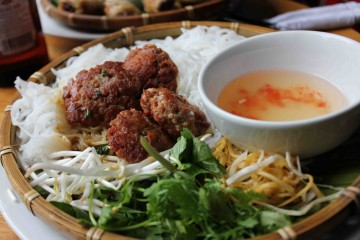 Bun Cha - Kebab rice noodles