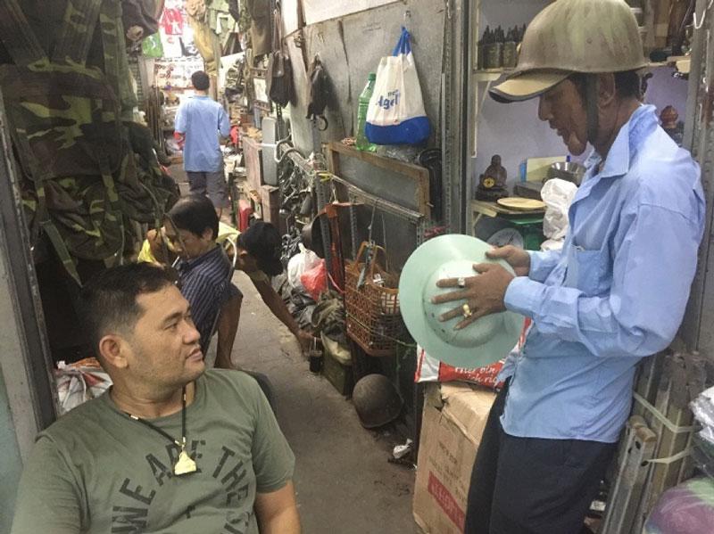 Inside dan sinh market