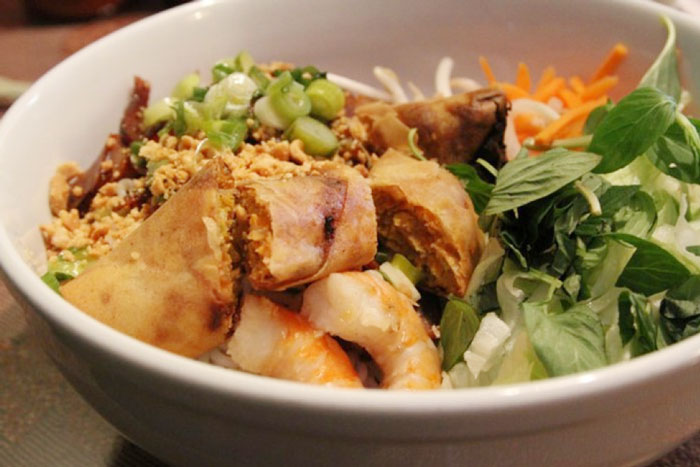 Bun cha gio - Vietnamese vermicelli noodles with fried spring rolls