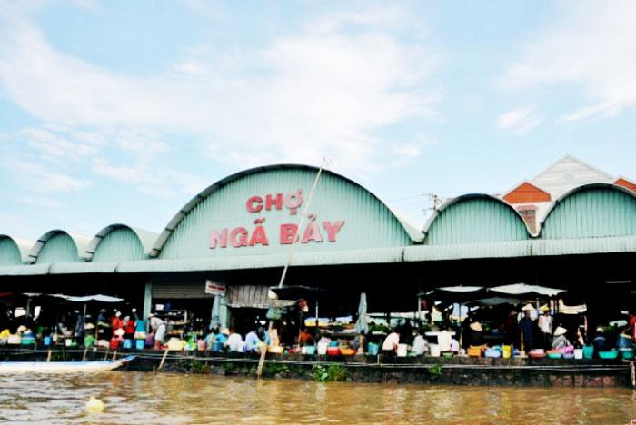 Nga Bay floating market - Hau Giang