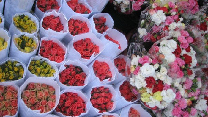 Flowers in ho thi ky market
