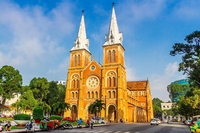 Saigon travel guide from A to Z