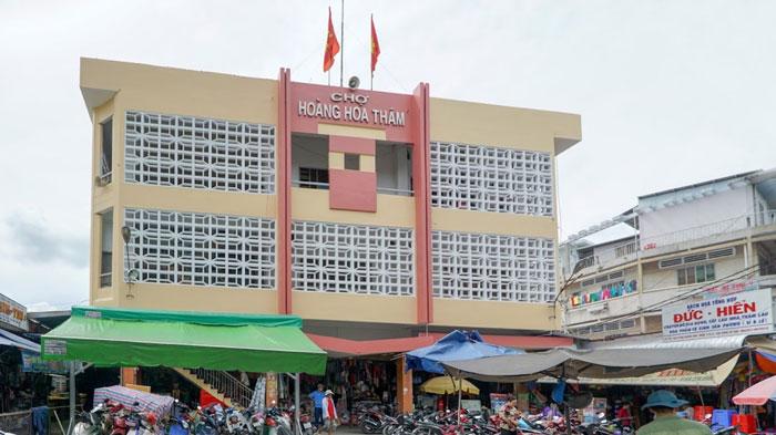Hoang Hoa Tham Market