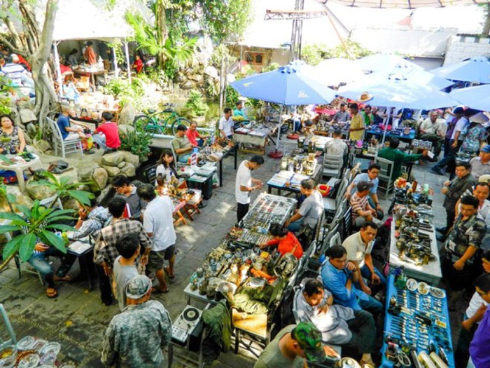 No Trang Long scrap market