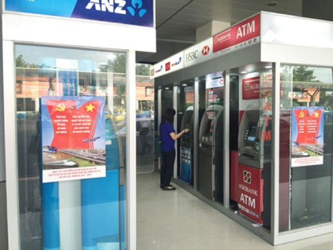 Banking and ATM services in Tan Son Nhat airport